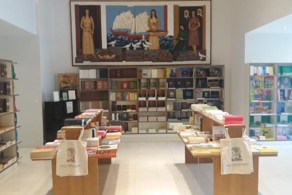 bookstore226687564-6B93-4986-FD8A-F363636488CE.jpg